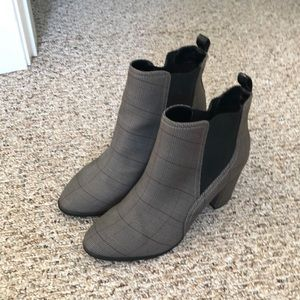 NWOT ankle boots